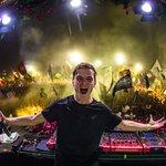 Martin Garrix fan invades Belsonic stage for selfie